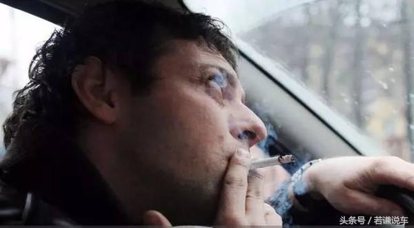 開車抽菸被扣3分。罰款300元。你支持駕駛中抽菸處罰嗎 - 每日頭條