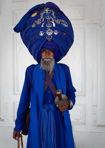 印度老人頭巾重90斤 穿戴需6小時 - 每日頭條