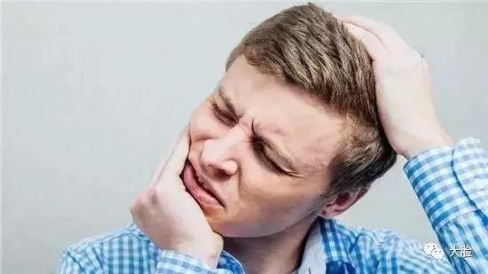 手麻,腿麻,麻痛背後竟隱藏5大疾病!多一個人知道,少一個悲劇 - 每日頭條