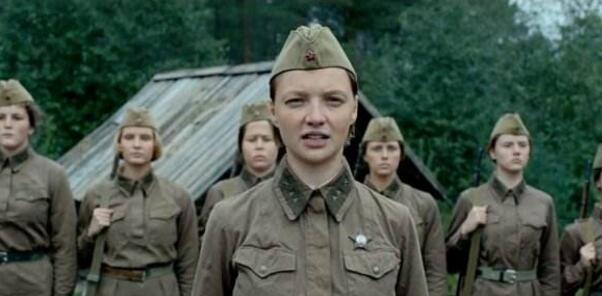 俄羅斯女兵生命凋謝之美,經典電影《這裡的黎明靜悄悄》! - 每日頭條