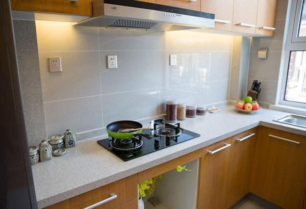 easy kitchen remodel table light homeyeup简单住告诉你旧厨房改造装修的注意事项有哪些 每日头条 住了很久年的房子 有些地方已经显得破旧了 于是想给家来个 换装 厨房是个要好好 打扮 的地方 旧厨房装修翻新 不同于新房装修 有一些点是要特别注意的