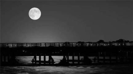 當時明月在,月亮的部份表面變暗,而… | Flickr