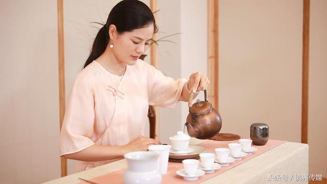 行攝錄 美麗,端莊的武夷茶藝師(下) - 每日頭條