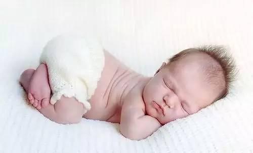 新生兒三個月需不需要用小枕頭?90%的寶媽可能不知道! - 每日頭條