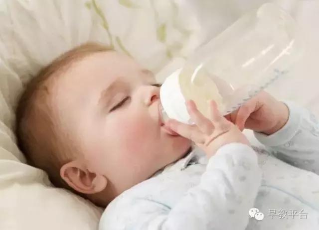 這些表現說明寶寶平時根本沒吃飽。媽媽一定要知道! - 每日頭條