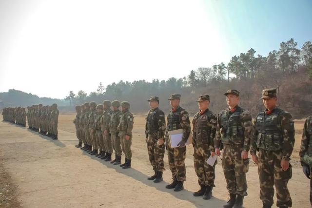 星空迷彩正式配發!陸軍偵察兵穿上新迷彩。偽裝效果太強了 - 每日頭條