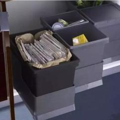 Kitchen Trash Can Pull Out Simplehuman 厨房垃圾收纳是否让你头疼 来看看这些收纳妙招 还不赶快学 每日头条 厨房面积小 把垃圾桶收纳到橱柜下面 为了避免弄脏橱柜底部 在垃圾桶下方可以加一个底座 多放几个 还可以做垃圾分类