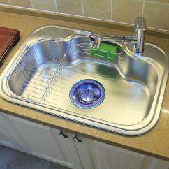 Square Kitchen Sink San Antonio Hotels With 厨房水槽圆形好还是方形好 过来人透露 别选这种准没错 超难用 每日头条 首先不管是圆形还是方形的水槽 很多业主都先定好是双槽的 隔开的槽池能同时使用 洗菜洗碗更加的灵活 单槽的容量要更大 清洗体积稍大的厨具更容易操作 但消耗的水