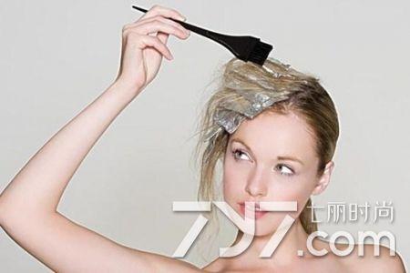 染髮劑弄到皮膚上或衣物上怎麼洗掉 小小妙招輕鬆幫你解決 - 每日頭條