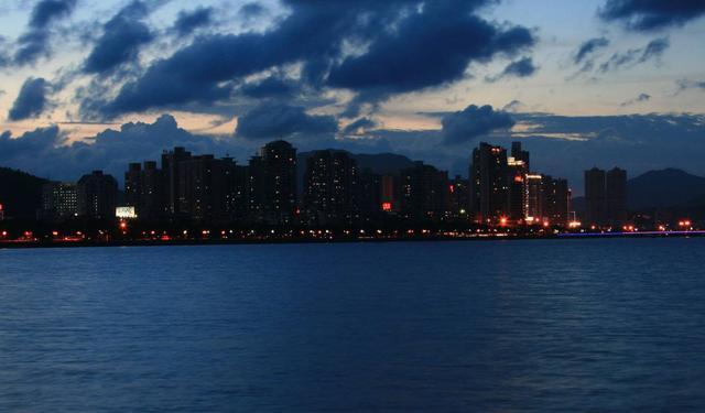 浪漫城市 美麗珠海 更多諮詢 請關注微信公眾號 珠海入戶網 - 每日頭條