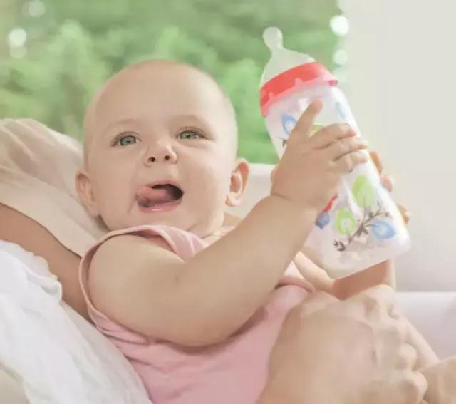 《寶媽餵奶須知》:寶寶餵奶時間表 - 每日頭條