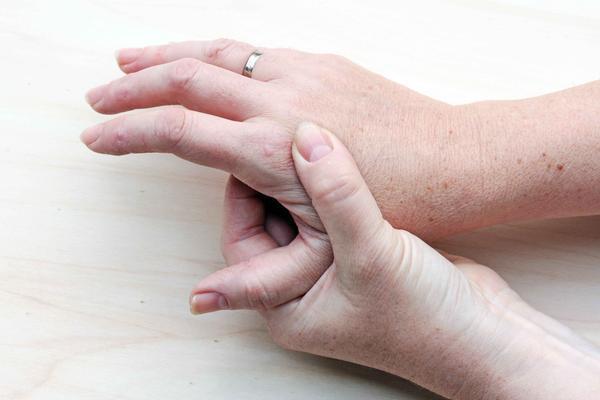手指起水泡還特別癢?可能是被這個病纏上了。不難治療 - 每日頭條
