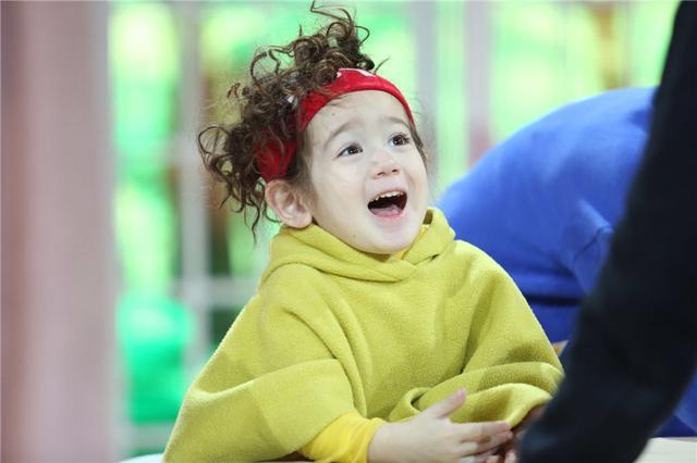 《親親我的寶貝》萌娃來襲 寶貝出題「考倒」胡可 - 每日頭條