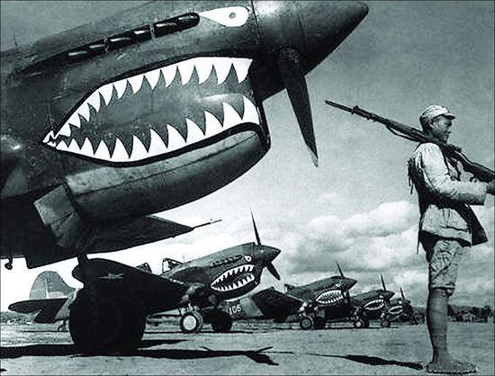 日本飛行員為何怕這種張開鯊魚嘴的飛機。性能差戰術補咬死小鬼子 - 每日頭條