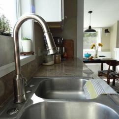 Pull Out Kitchen Faucets Exhaust System 如何更换厨房水龙头 每日头条 这是好水槽网更换厨房旧龙头为高弯可旋转水槽水龙头的解决方案 这个过程非常容易 几乎任何人都可以搞定