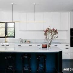 Kitchen Fixtures Sink Garbage Disposal 2019厨房设计趋势 追逐梦想与味蕾 一场时尚雕刻的盛宴 每日头条 哑光黑色将继续作为厨房的固定装置 硬件口音 甚至是木制品轮廓细节的主要装饰 在浅色厨房里 黑色作为强调色给人的感觉是清新的 黑色饰面可以增加一些戏剧效果而不