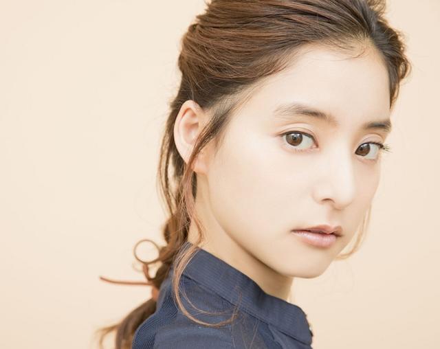新木優子在《CODE BLUE 3》中飾演了一個新人醫生。劇照中顯得萌萌噠 - 每日頭條