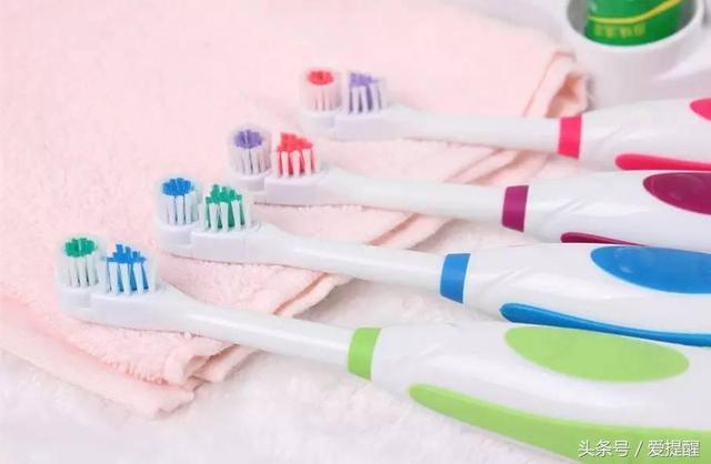 刷牙前牙膏一定要沾水?99%的人都錯了! - 每日頭條
