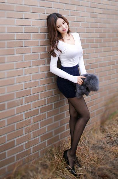 白富美們常用高跟鞋搭配黑絲襪穿出高貴氣質 - 每日頭條