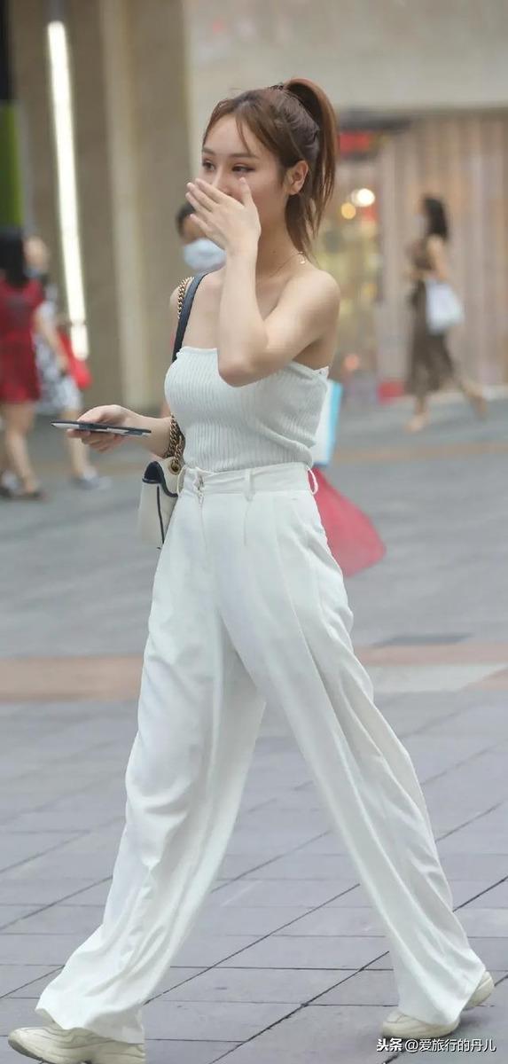 街頭時尚達人白褲子的示範穿搭,溫度不斷往上攀升,西裝褲穿搭解密-Fashion Gatecrasher-時尚亂入∣風格評論-GQ瀟灑男人網