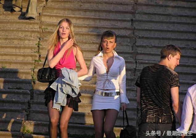 盛夏到海參崴海旅遊。當地女孩兼職「伴遊妹」 服務周到 價格低廉 - 每日頭條