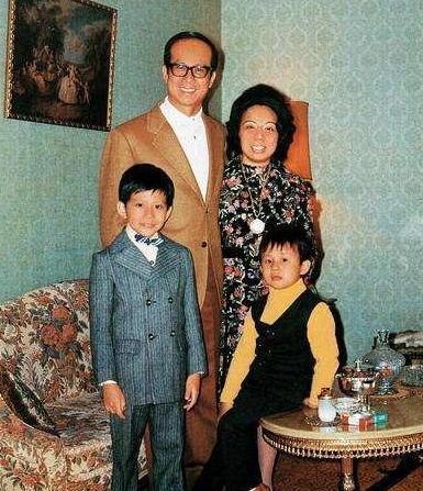 31年前。李嘉誠帶18歲李嘉欣回家。3小時候後原配突然暴斃 - 每日頭條