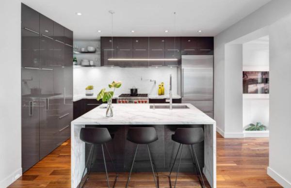 kitchen workbench black storage cabinet 厨房工作台宽度为多少 厨房台板材料介绍 每日头条 厨房乃是我们家居生活中十分重要的一个领域 而厨房橱柜台就像是我们的一个工作台 很多人还不了解厨房工作台的宽高度多少合适就开始装修 这会给我们以后的家庭生活带来