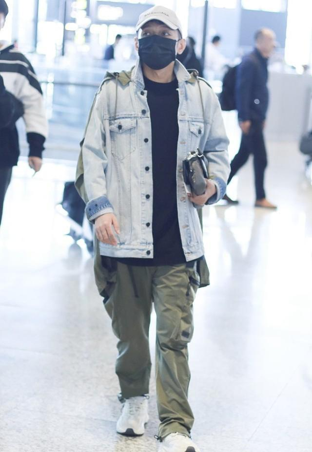李維嘉現身機場。穿假兩件牛仔夾克搭工裝褲。光看穿著不像43歲 - 每日頭條