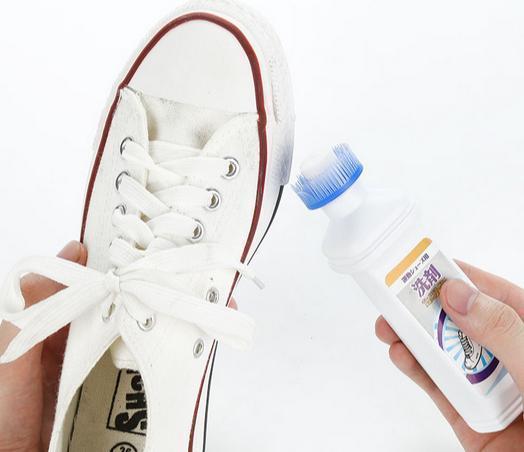 小白鞋穿久了變舊發黃真難看?教你一個清潔技巧,鞋子輕鬆洗白白 - 每日頭條