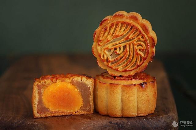 蓮蓉蛋黃月餅的做法 - 每日頭條
