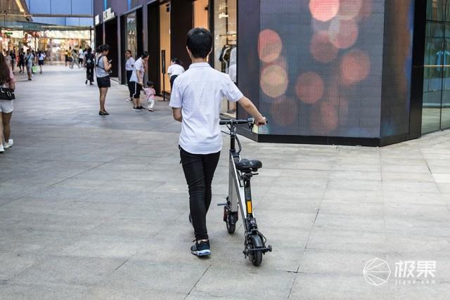 十秒摺疊的刷街代步利器。卡西威爾摺疊電動車體驗 - 每日頭條