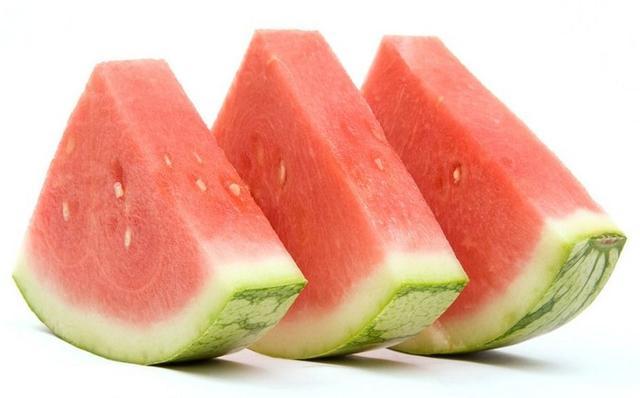 夏天西瓜吃西瓜的好處和吃太多西瓜的壞處。大家一定要進來看看 - 每日頭條