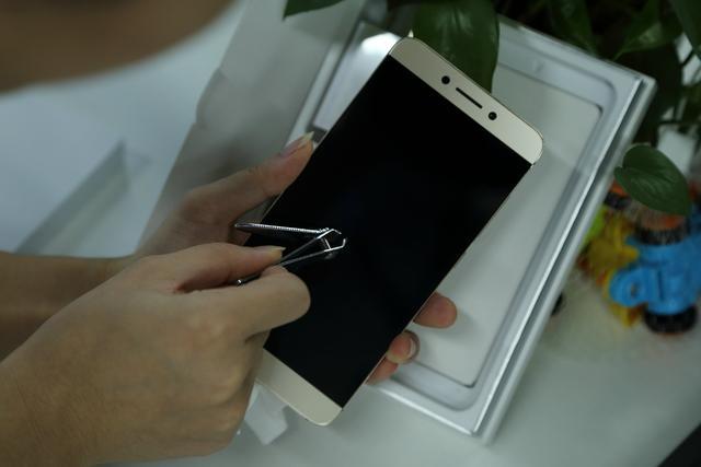 手機螢幕劃痕修復小技巧 - 每日頭條