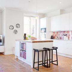 Eat In Kitchen Island How To Decorate Cabinets 分解厨房压力无疑问 20款厨房岛台设计 每日头条 碎花木凳把岛台映衬得更加自然 三五好友坐在岛台上 一面吃沙拉 一面畅聊 健康又快乐