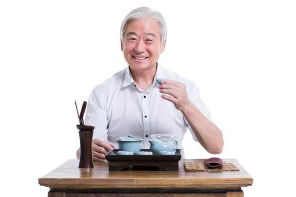 茶葉怪喝法,居然是降壓神器!70歲大伯試3天,血壓180降到130 - 每日頭條