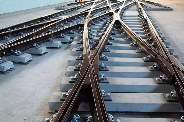 中國第一組自主研發的現代有軌電車三開組合道岔研製成功 - 每日頭條