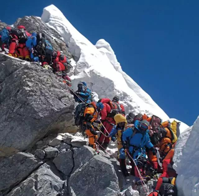 登上珠峰。海拔不斷上升。你看到的世界會有怎樣的變化 - 每日頭條