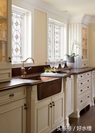 kitchen sink farmhouse counters and backsplash 有关农舍水槽你应该了解的一切 每日头条 不锈钢现在农舍水槽使用的最多的材料 主要是不锈钢 不锈钢经济实惠 经久耐用 易于清洁和维护 不锈钢增加现代风格的水龙头 通常用于传统和乡村风格的厨房