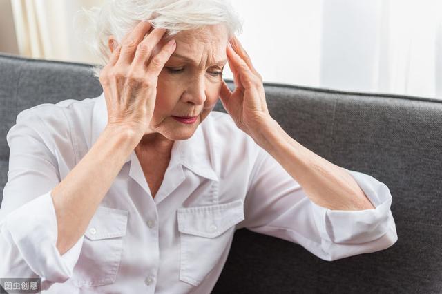 經常熬夜玩手機的人,睡覺出現這4種特徵,十有八九是心梗,早CT - 每日頭條