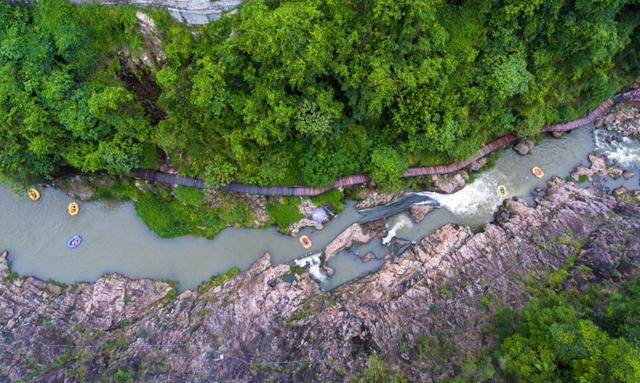 海南島首家步步驚心高空吊橋在五指山紅峽谷文化旅遊區盛大開放 - 每日頭條