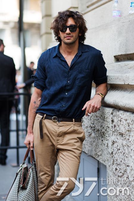 卡其色褲子配什麼顏色上衣? 教你穿出都市休閒風範 - 每日頭條