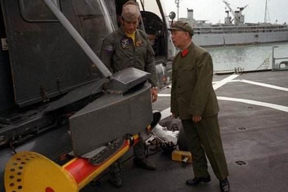 紀念劉華清將軍逝世8周年!中國航母走向深藍,與強國不再有代差 - 每日頭條