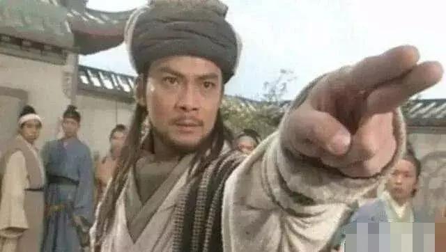 從郭靖到韋小寶,金庸的武俠文化經歷怎樣的變化? - 每日頭條