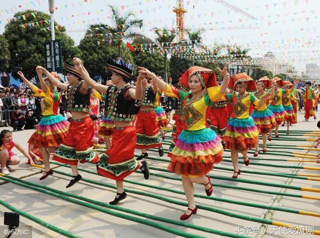 這就是中國舞,腳下踩著節奏的竹竿舞,跳動的每一步都很美 - 每日頭條