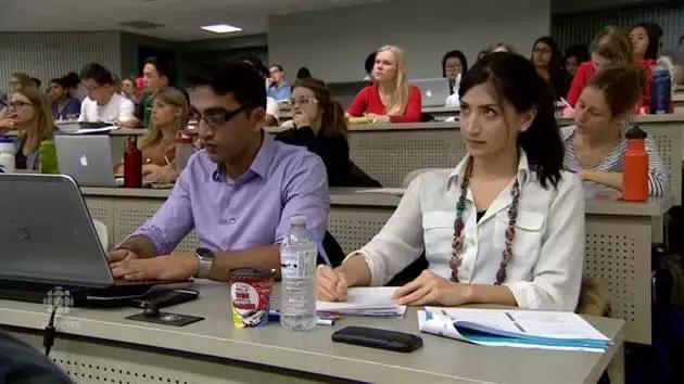 在加拿大讀書哪個省最貴?各省大學學費數據出爐:這個專業最便宜 - 每日頭條
