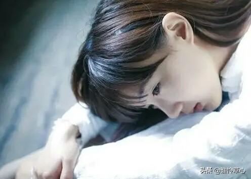 愛不能相陪。想念的心好疼;夜深了。你在夢裡甜睡。我在想你流淚 - 每日頭條
