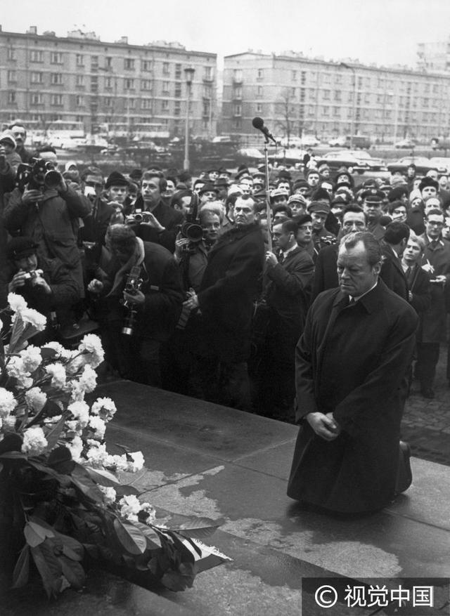 1970年的今天:聯邦德國總理在華沙猶太人殉難者紀念碑前下跪 - 每日頭條