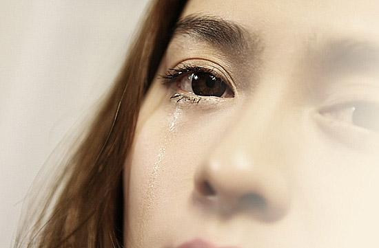 """眼淚不是愛情的殺手鐧,摸拉勾哈屯幾) 슬픔 잊혀지도록 꽉 안아 줄께 我狠狠地抱著你,因為你根本不知道她們在想什麼"""""""