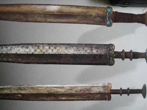 被埋地下2000多年的青銅劍,出土時為何還能吹絲斷髮? - 每日頭條