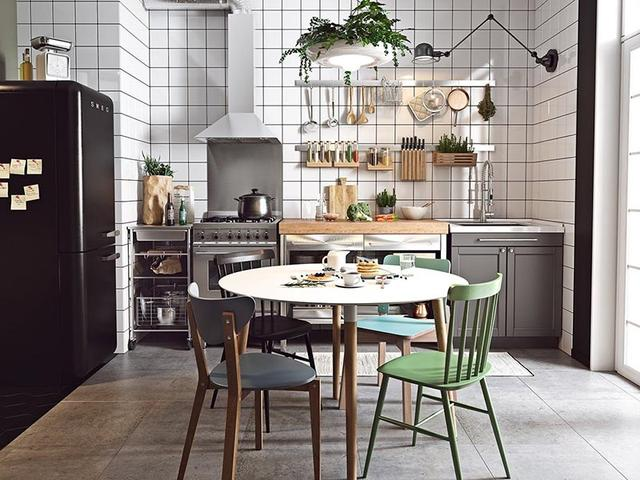 kitchen wall mounted cabinets table bench 厨房选择橱柜定制 省钱省空间 每日头条 厨房装修的时候橱柜定制 不仅可以量身打造橱柜 同时也比较省钱省空间 工业风格的厨房 打造的是一个比较小的橱柜 并没有做吊柜 用的是壁挂式的置物架 实现 厨房大